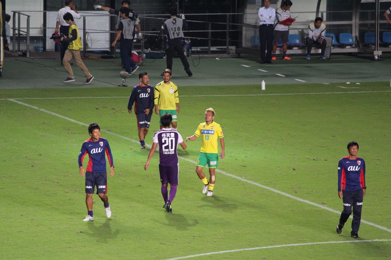 J2 第35節 千葉 VS 京都 古巣選手との挨拶の写真