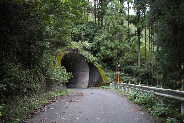 入山峠のトンネル前の写真