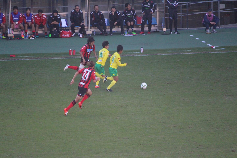J2 第41節 千葉 VS 札幌 町田選手と井出選手のカウンターアタックの写真