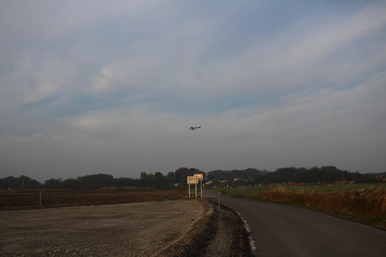 ホンダエアポートに着陸する飛行機の写真