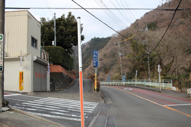 愛川町役場半原出張所付近の写真