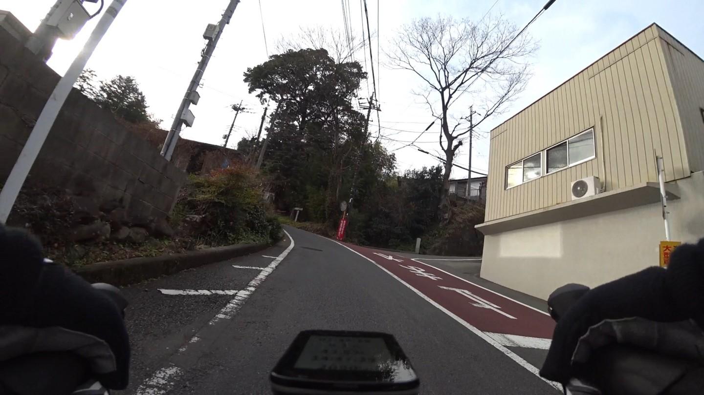 愛川町役場半原出張所付近の激坂の写真