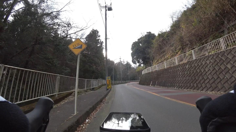 林道南山手前の激坂の写真