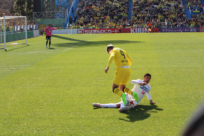 ちばぎんカップ クリスチャーノ選手を止めるアランダ選手