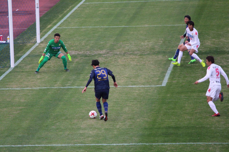 J2 第1節 町田 VS 千葉 森村選手のドリブル突破の写真