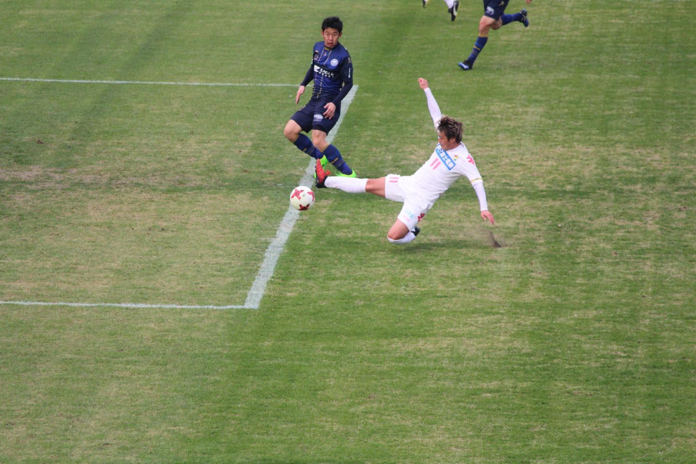 J2 第1節 町田 VS 千葉 船山選手の飛び込みの写真