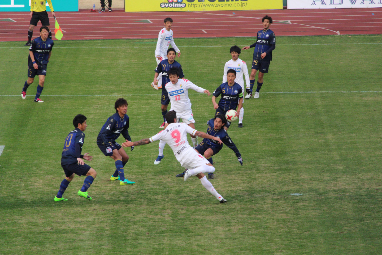 J2 第1節 町田 VS 千葉 ラリベイ選手のボレーシュートの写真