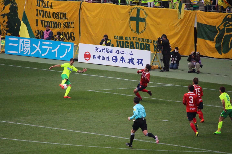 J2 第3節 千葉 VS 名古屋 ラリベイ選手のボレーシュートの写真