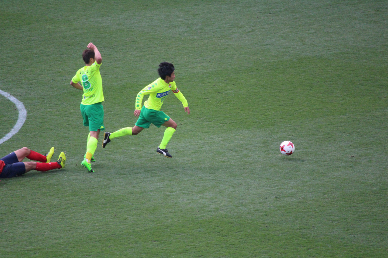 J2 第3節 千葉 VS 名古屋 ボールをかっさらう町田選手の写真