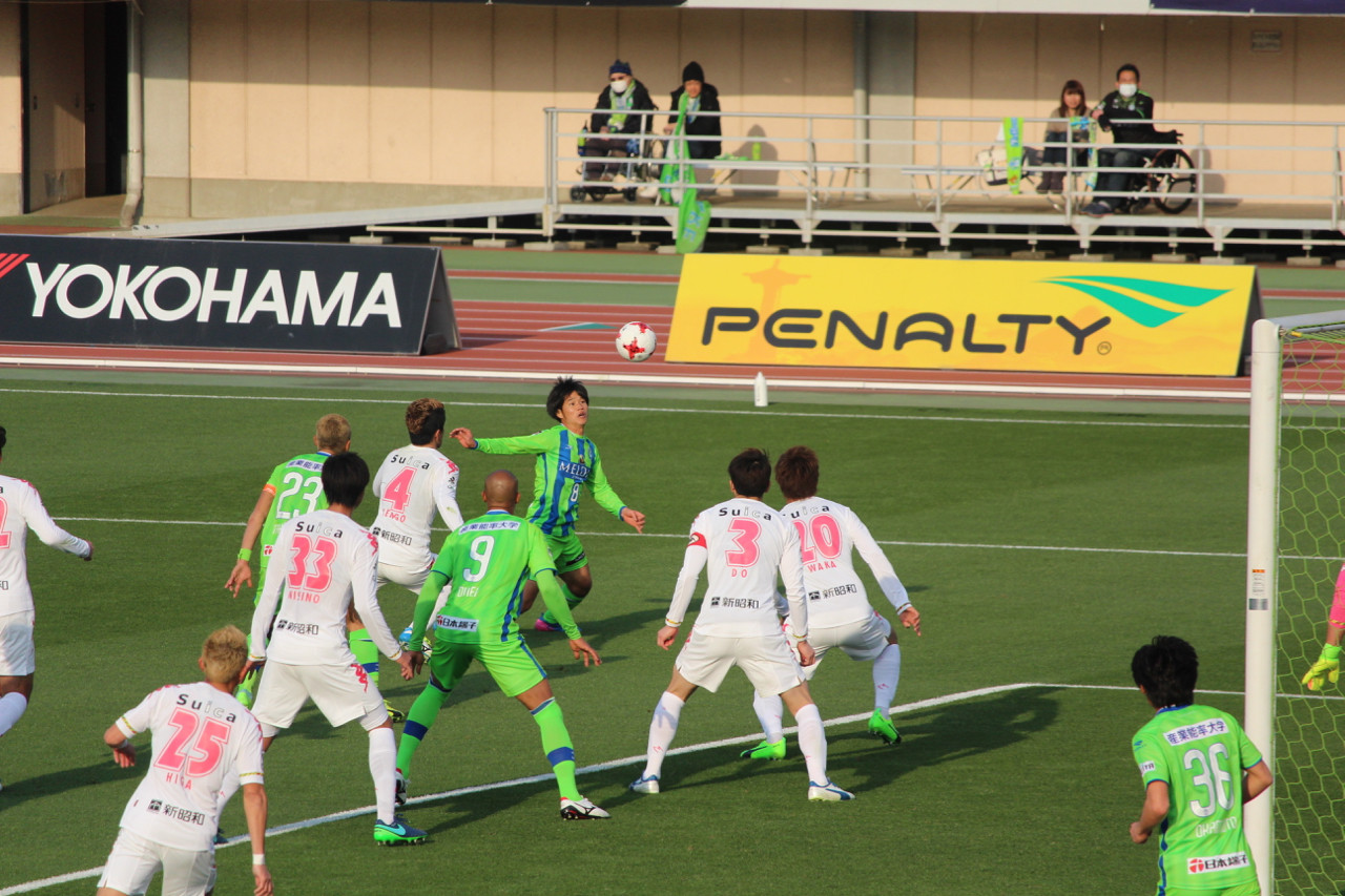 J2 第5節 湘南 VS 千葉 シュートを狙う山田選手の写真