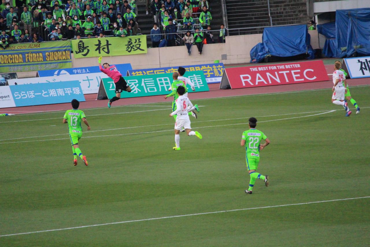 J2 第5節 湘南 VS 千葉 ゴールを守る佐藤優也選手の写真
