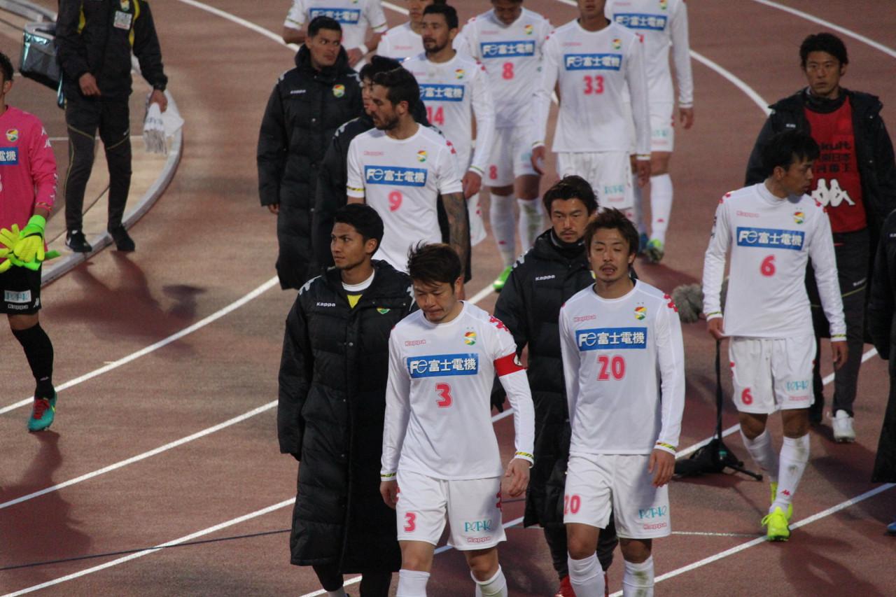 J2 第5節 湘南 VS 千葉 試合終了後の選手の写真