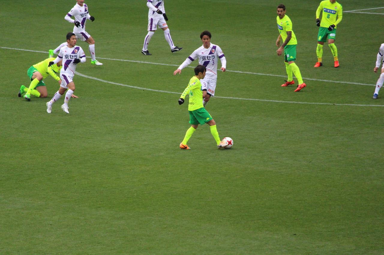 J2 第6節 千葉 VS 京都 羽生選手のパスの写真