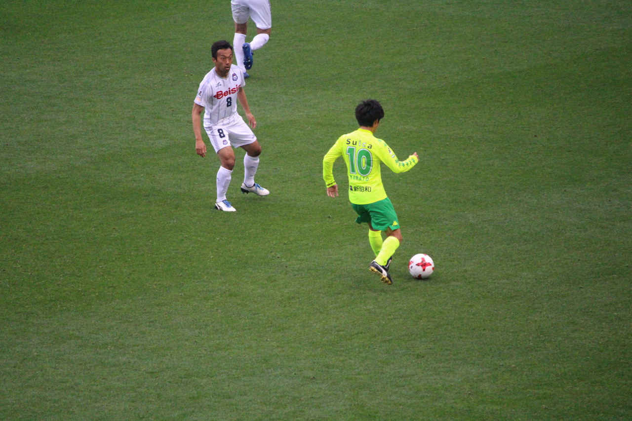 J2 第7節 千葉 VS 群馬 裏にパスを出す町田選手の写真