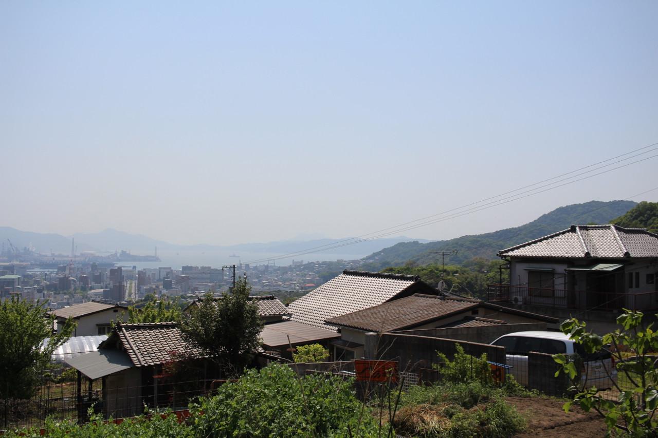 呉市 丘の上から見える港の写真