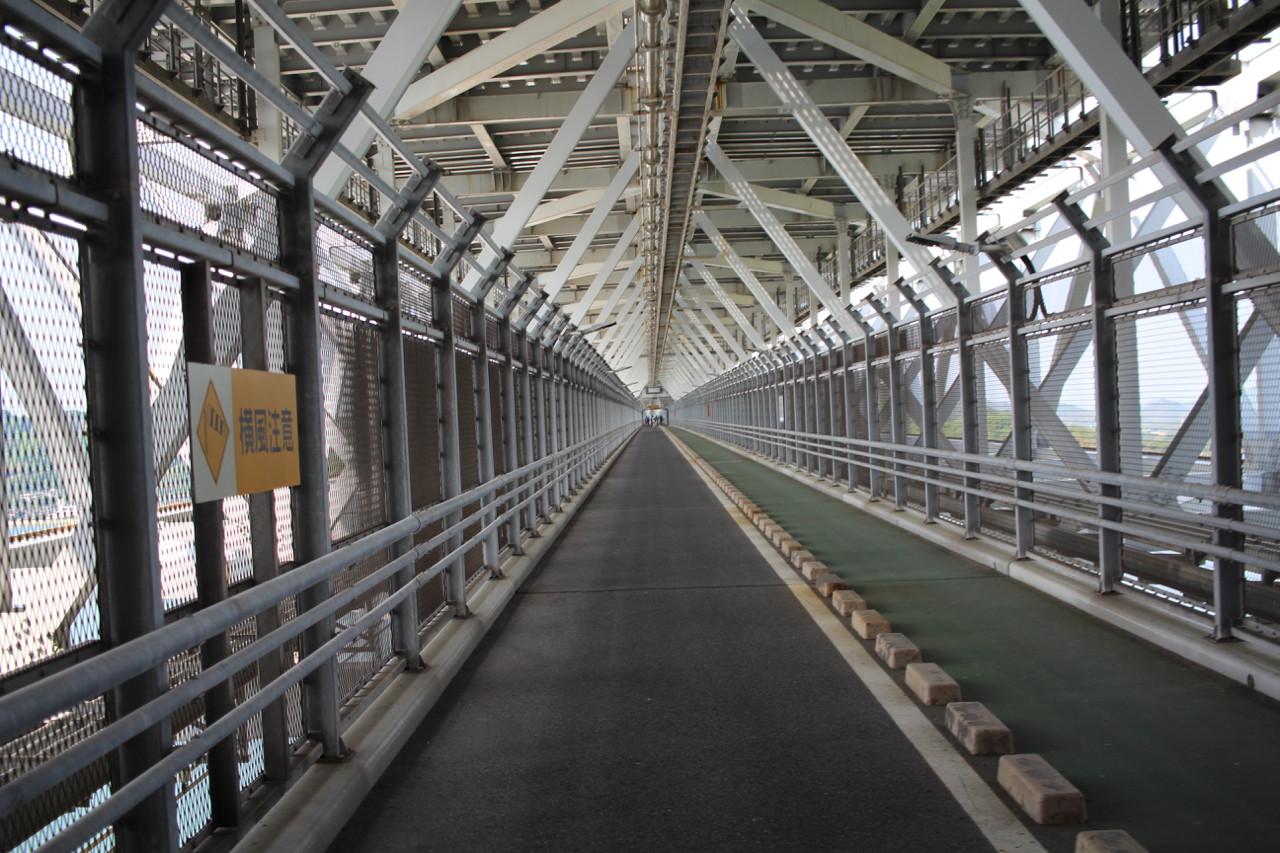 しまなみ海道 向島から因島への橋の内部の写真