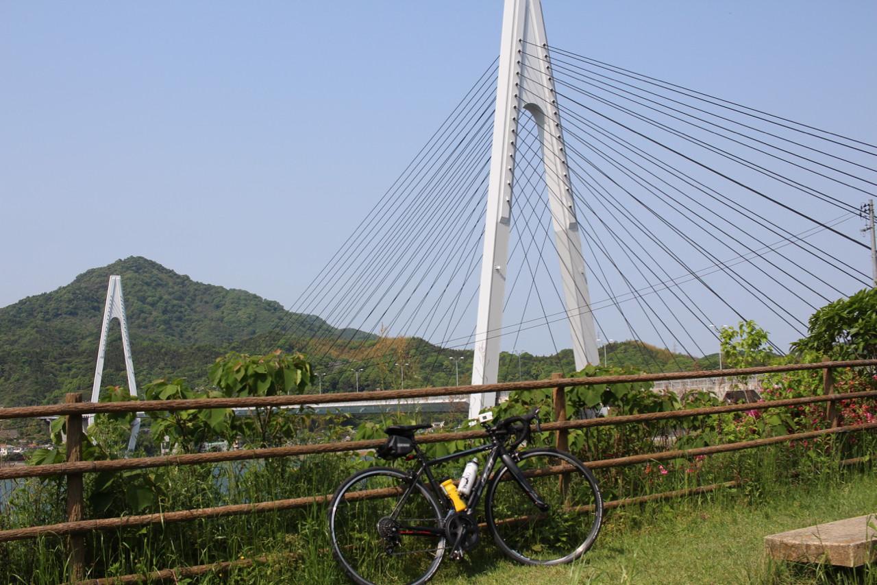 しまなみ海道 因島から生口島へかかる橋にてFUJI ROUBAIXの写真