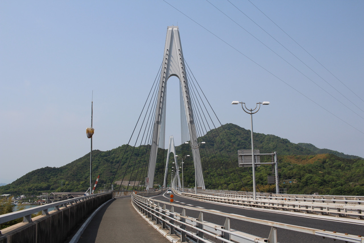 しまなみ海道 因島から生口島へかかる橋の写真