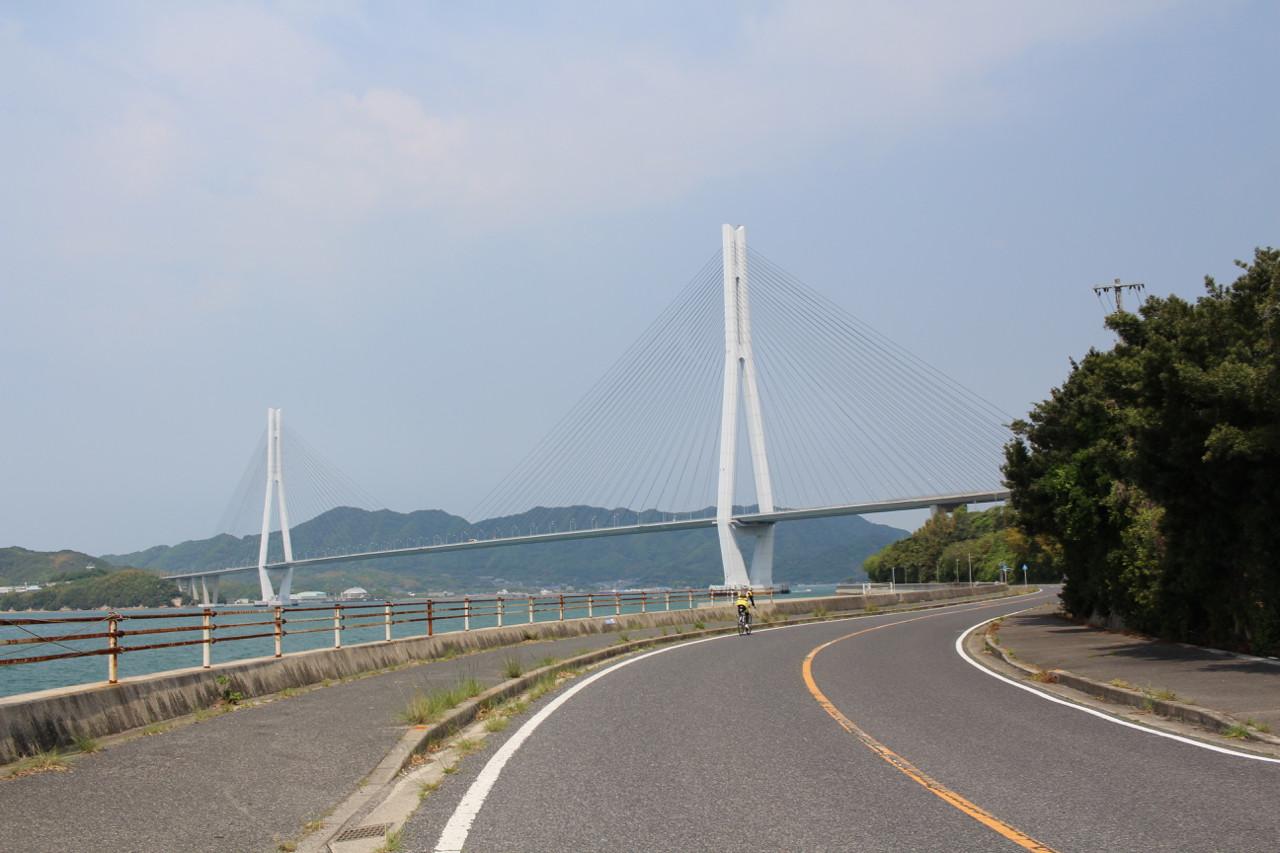 しまなみ海道 生口島から大三島へかかる橋の写真1