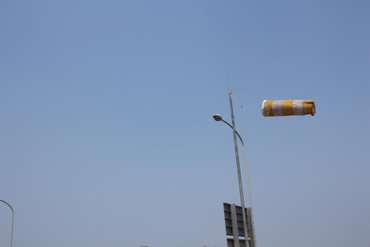 しまなみ海道 生口島から大三島へかかる橋の風力計の写真