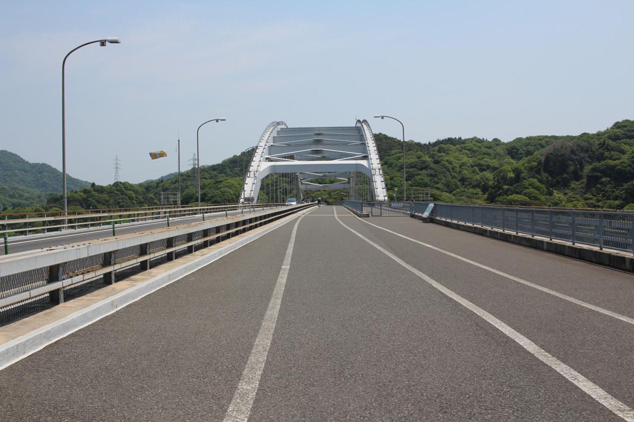 しまなみ海道 大三島から伯方島へかかる橋の写真