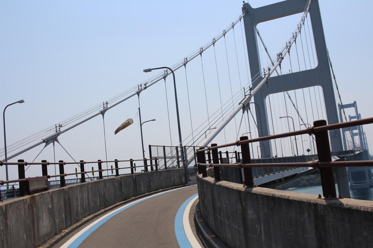 しまなみ海道 大島から四国本島へかかる橋のスロープの写真