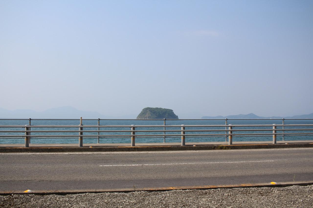今治街道から見える怪島の写真
