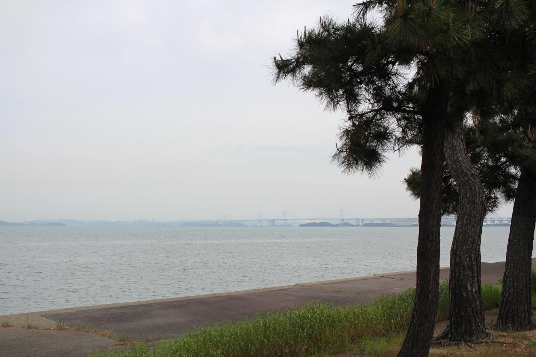 丸亀市から見える瀬戸大橋の写真