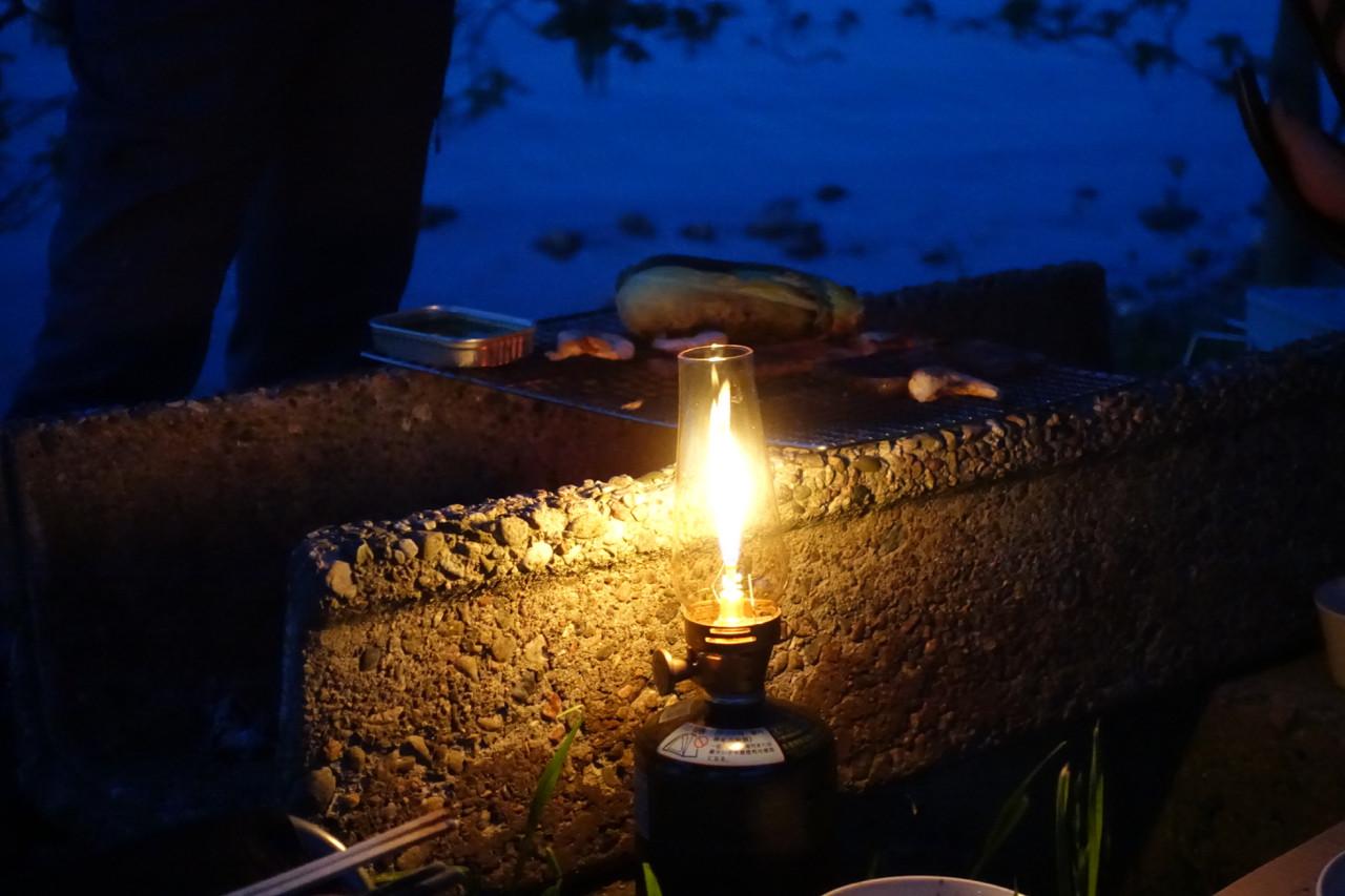 能登島 キャンプのランタンの写真