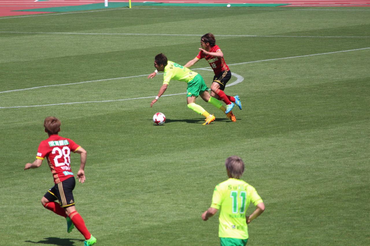 J2 第12節 金沢 VS 千葉 退場に追い込む清武選手の写真