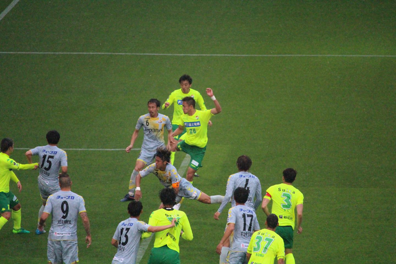 J2 第13節 千葉 VS 長崎 セットプレーに飛び込む岡野選手