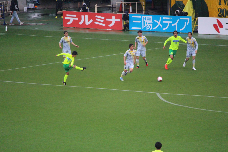 J2 第13節 千葉 VS 長崎 町田選手のシュートの写真