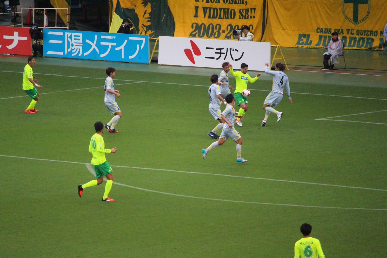 J2 第13節 千葉 VS 長崎 アランダ選手のシュートの写真