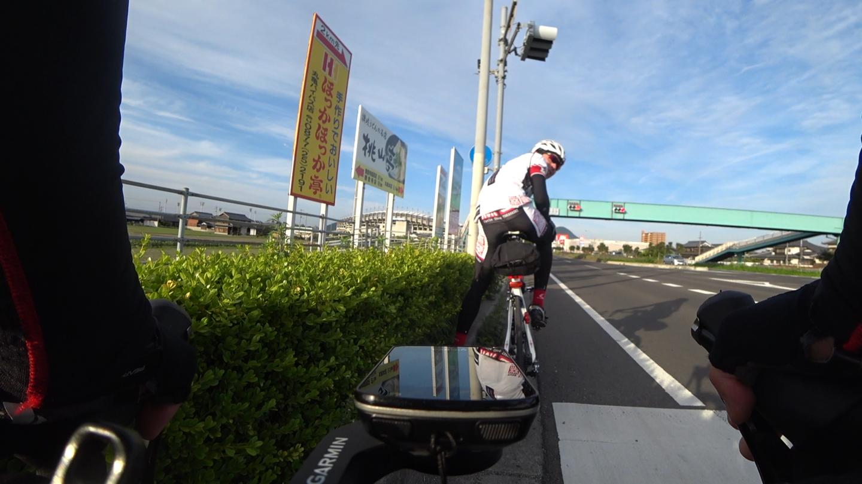 国道11号 丸亀市手前でローディーと話ている時の写真