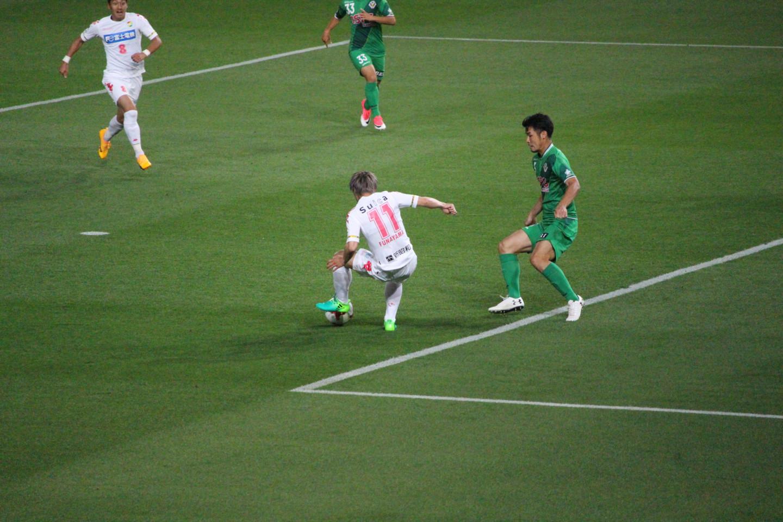 J2 第14節 東京V VS 千葉 船山選手の落としの写真