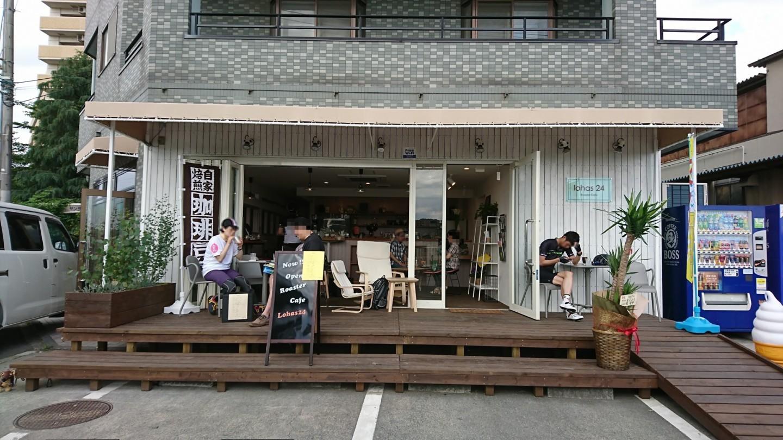 Y's Road府中多摩川店隣のカフェLohas24の外観の写真