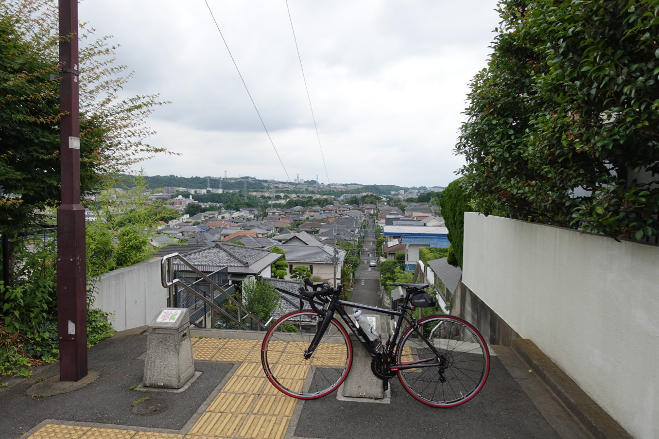 聖蹟桜ヶ丘いろは坂にてFUJI ROUBAIXの写真