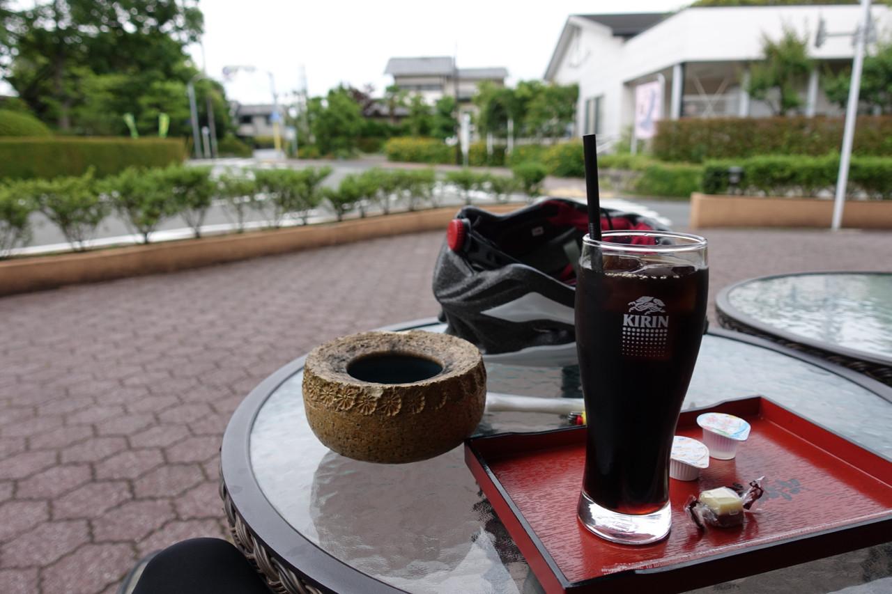 聖蹟桜ヶ丘のいろは坂にある和桜にて休憩中の写真