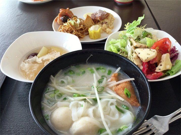 香港のラウンジの美味しい食事、ヌードルバーが美味