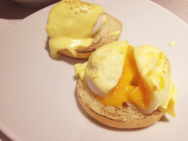 東京マリオットホテルの朝食のエッグベネディクト