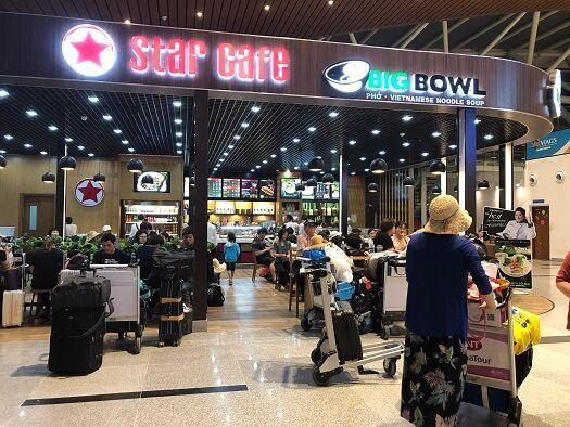 ダナン国際空港のカフェ