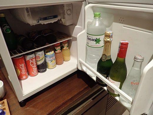 アナンタラホイアンデラックスバルコニールームの冷蔵庫