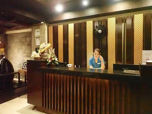 アディジャヤホテルのフロント