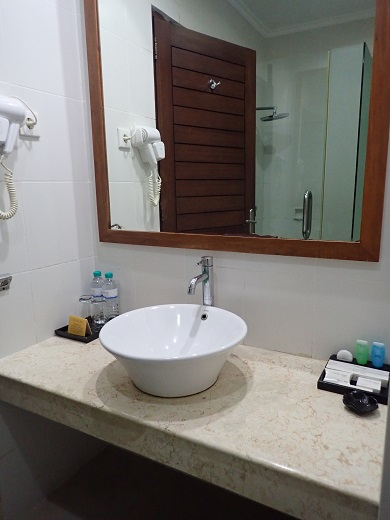アディジャホテルの洗面所