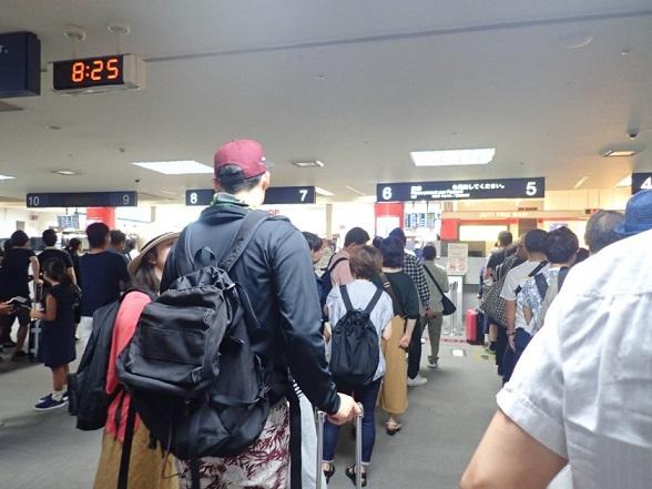 GWの福岡空港の出国審査の様子