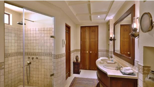アルマハ・ラグジュアリーコレクション・デザートリゾート&スパのバスルーム