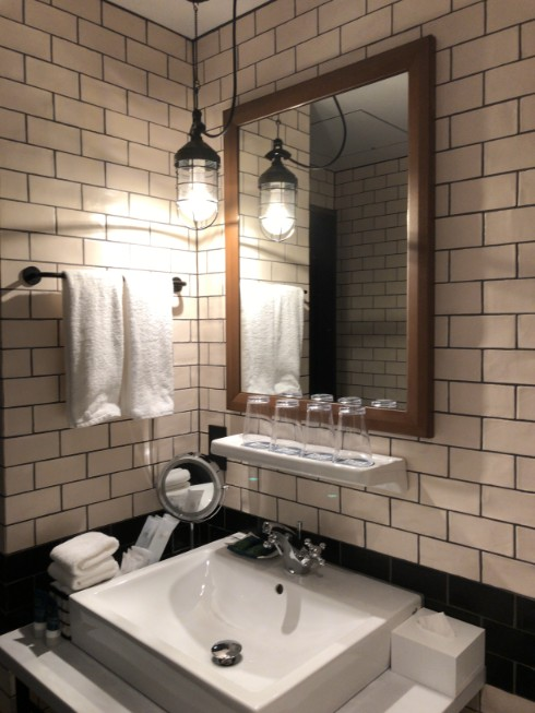 フォーポイントバイシェラトン名古屋の洗面所