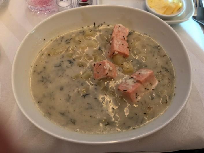 フィンエアービジネスのサーモンスープ