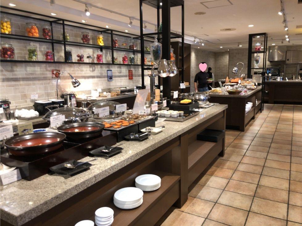 フォーポイントバイシェラトン函館の朝食会場の雰囲気