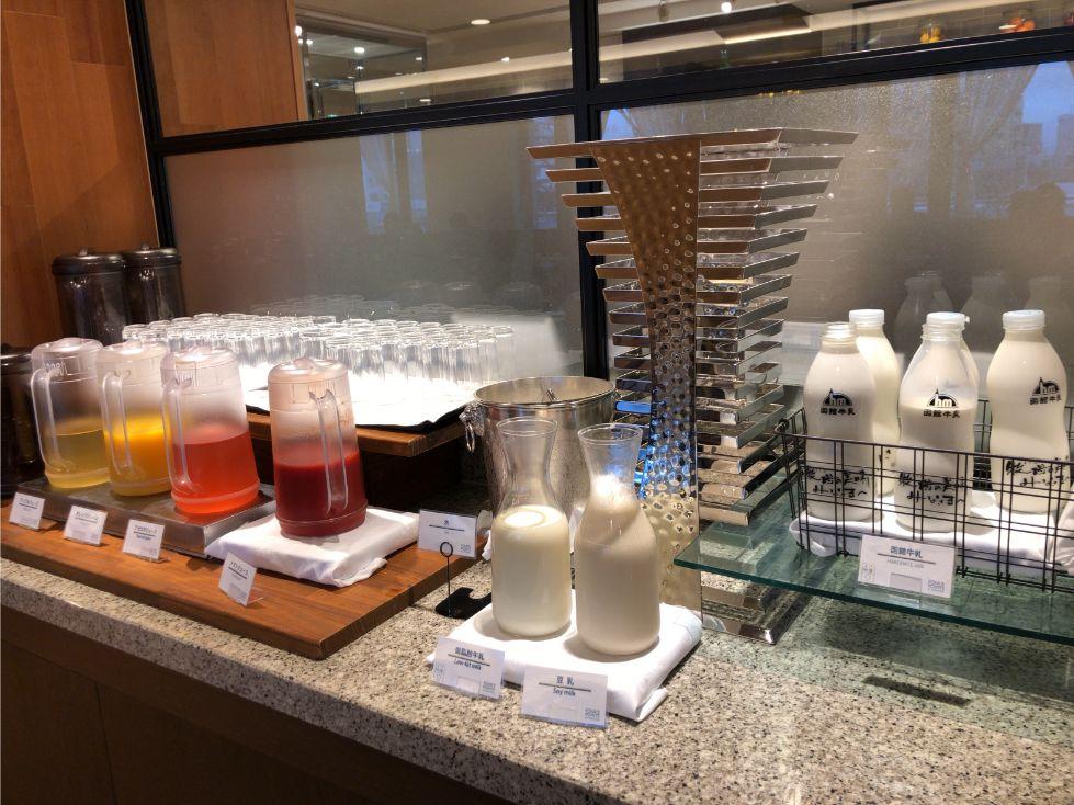 フォーポイントバイシェラトン函館の朝食(ジュース類)